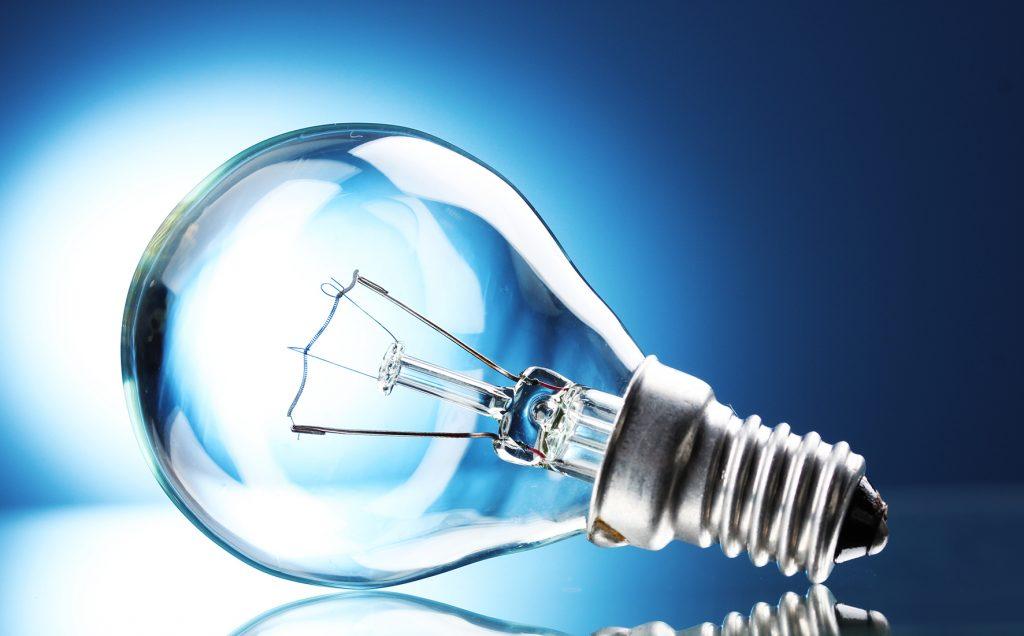 Norsk kraftproduksjon består av 96 prosent vannkraft, som normalt gir oss rikelig tilgang på ren og rimelig strøm. Så hvorfor er strømprisene uvanlig høye i år?